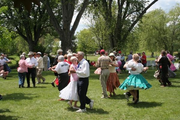 events_folkdance_summer_simon-lunn