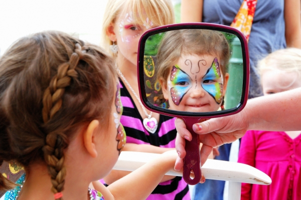 events_face-painting3_summer_tracy-lamb